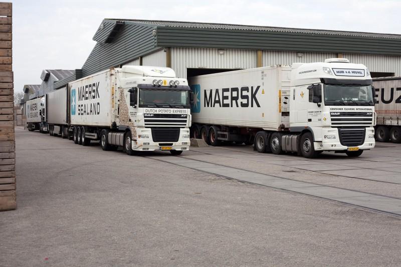 200810 foto CCI Maersk trucks met CCI naam en Pototoe Express